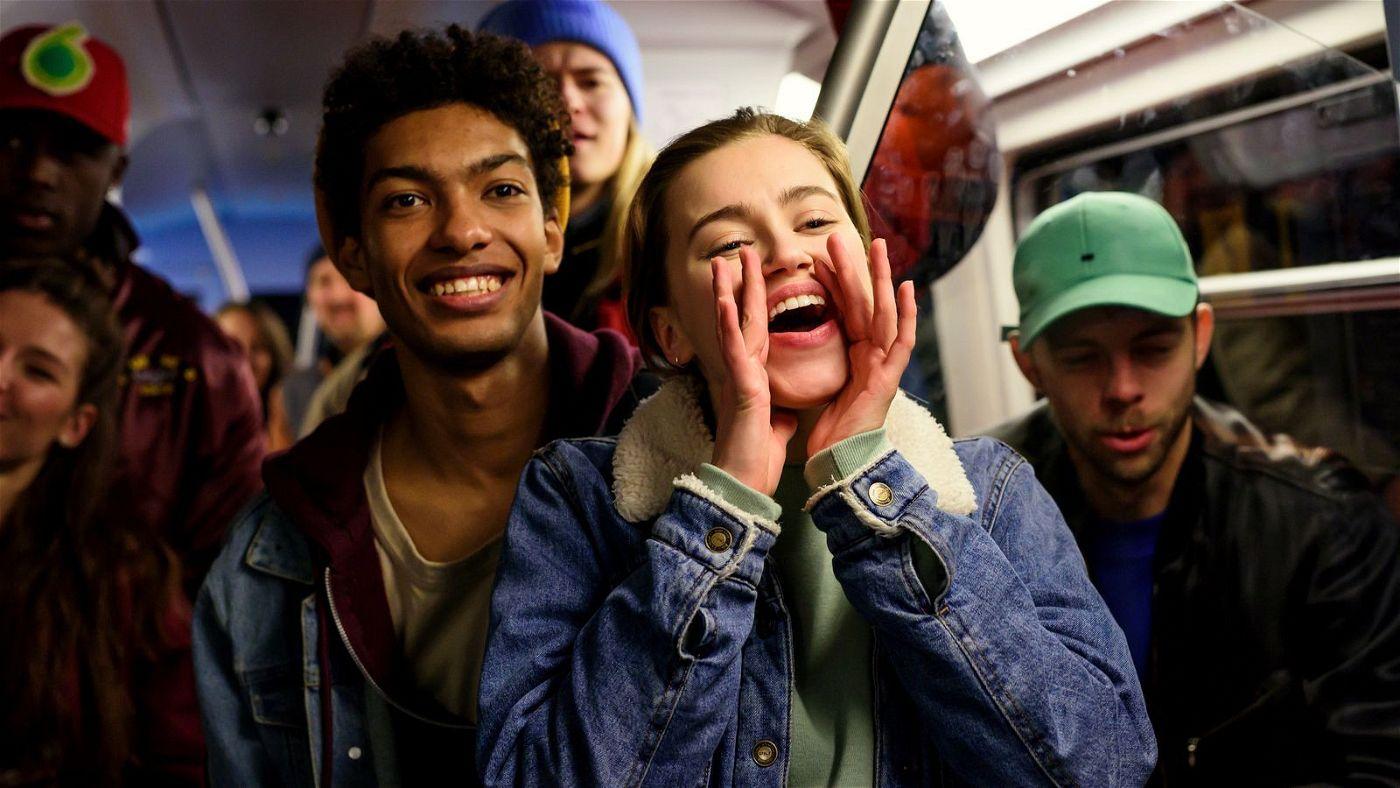 Als Katya (Alexandra Pfeifer) den Hip-Hop-Tänzer Marlon (Yalany Marschner) kennenlernt, öffnet sich für sie eine Tür zu einer völlig neuen Welt.