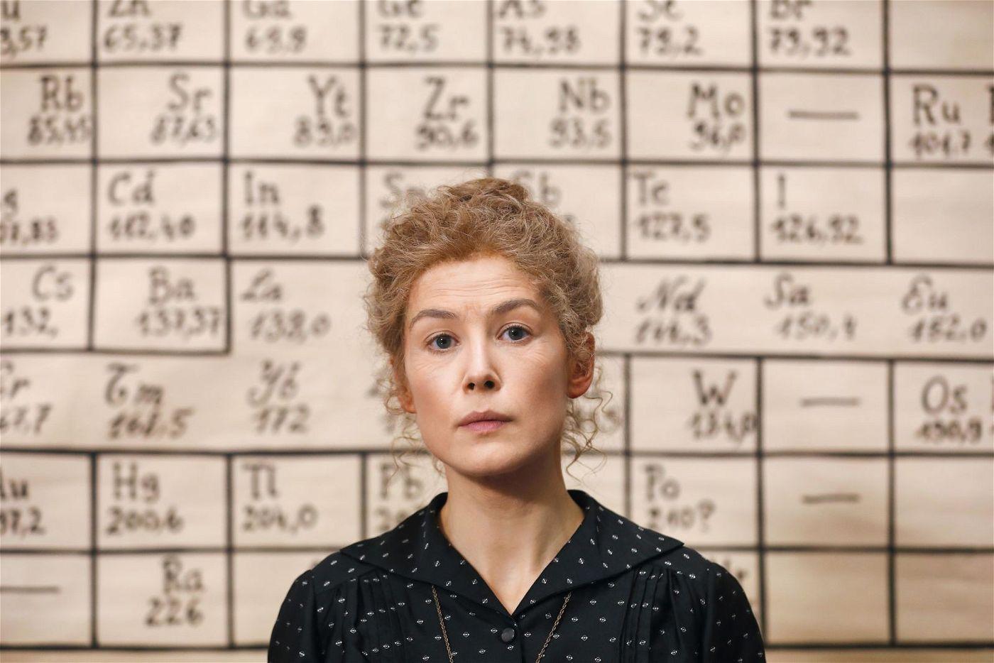 Im Paris des frühen 19. Jahrhunderts stößt die Wissenschaftlerin Marie Curie (Rosamund Pike) auf viele Hindernisse.