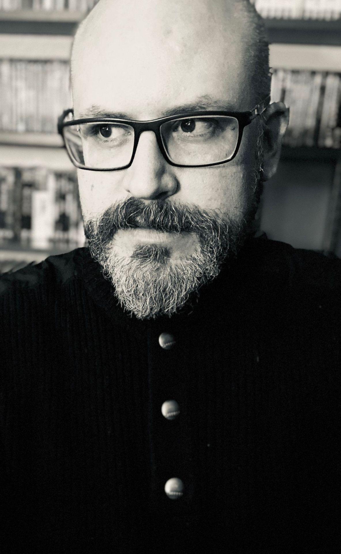 """Regisseur Keith Thomas hat mit """"The Vigil - Die Totenwache"""" seinen ersten Kinofilm gedreht."""