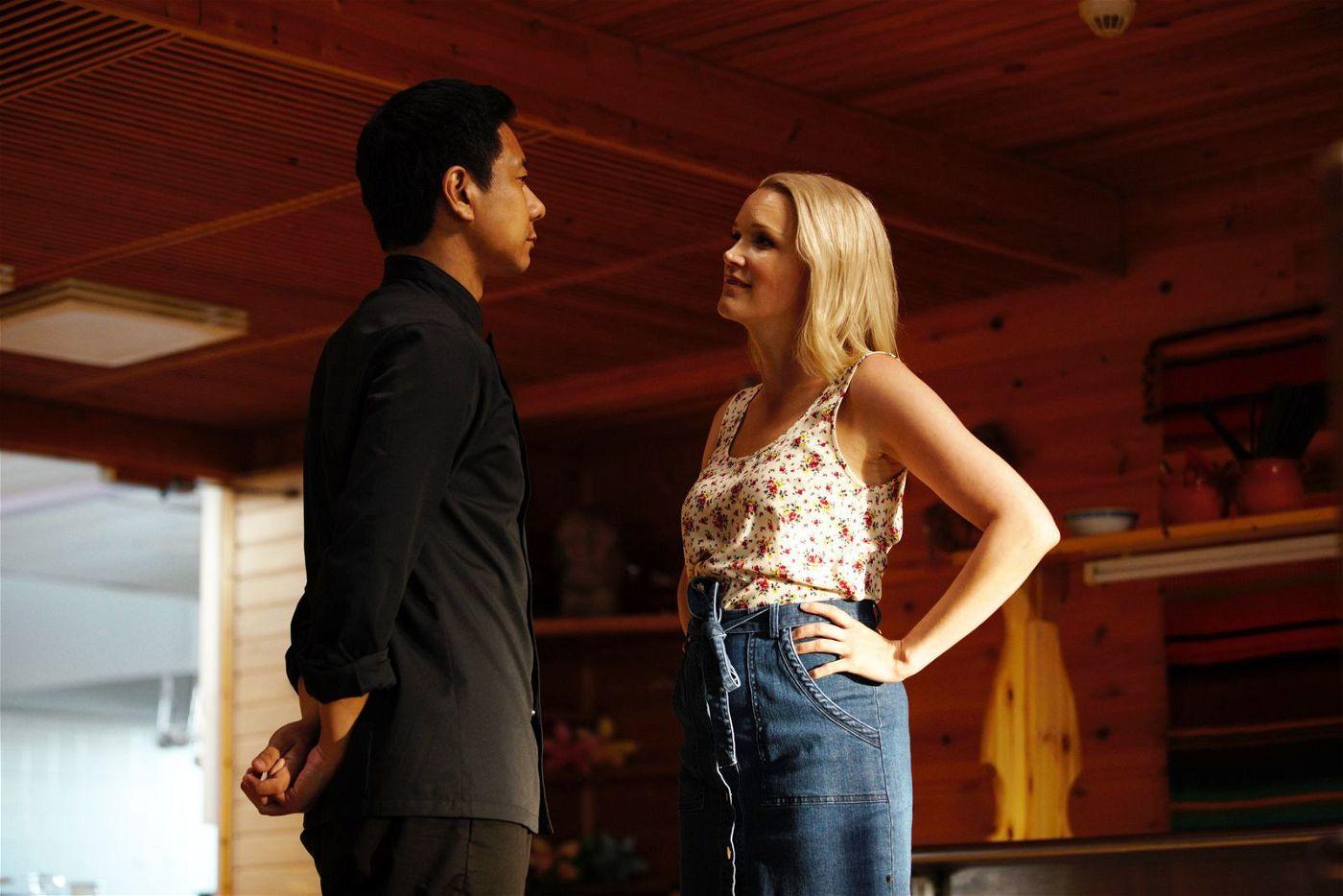 Cheng (Pak Hon Chu) heuert bei der Gastwirtin Sirkka (Anna-Maija Tuokko) als Koch an.