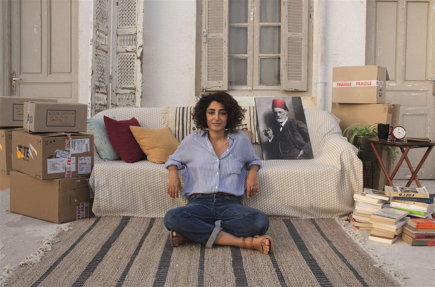 Psychologin Selma (Golshifteh Farahani) kehrt ihrer französischen Wahlheimat den Rücken und zieht zurück nach Tunesien.