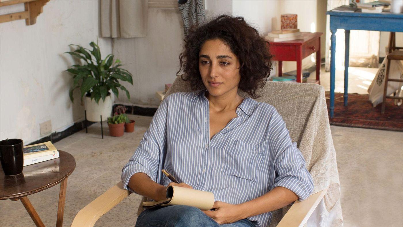 In einer improvisierten Praxis empfängt Selma (Golshifteh Farahani) ihre Klienten.