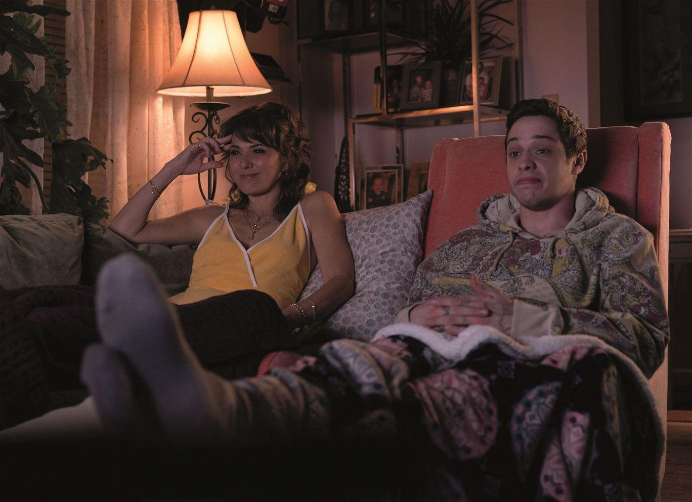 Mit Mitte zwanzig lebt Scott (Pete Davidson) noch immer bei seiner Mutter Margie (Marisa Tomei).