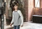 Der neunjährige Max (Jona Eisenblätter) wohnt in einer Burg - in der allerdings schon lange keine Ritter mehr leben, sondern vielmehr Senioren.