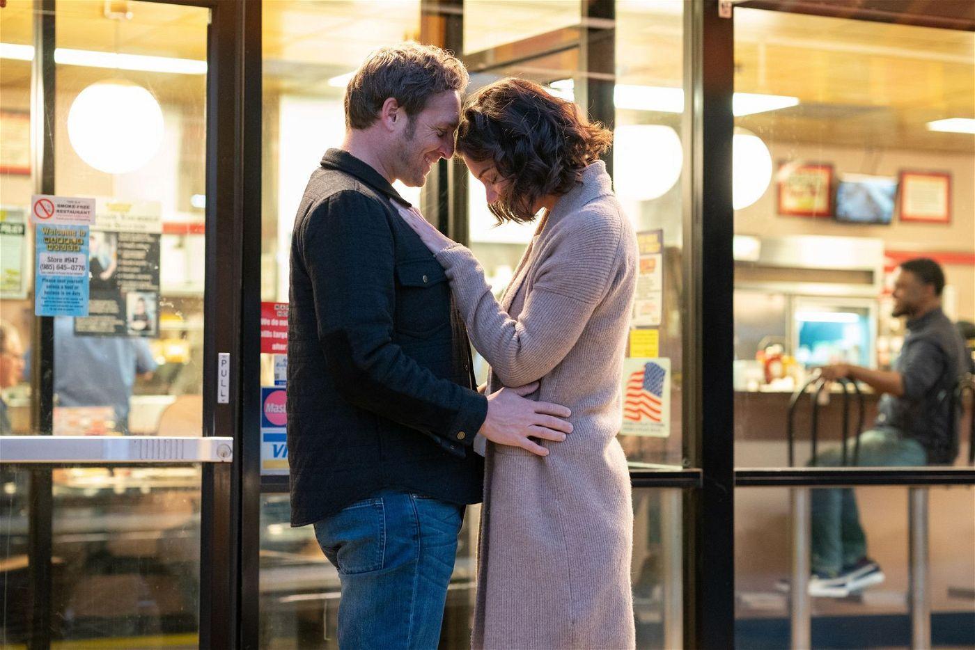 Bray (Josh Lucas) und Miranda (Katie Holmes) finden das Glück. Punkt.