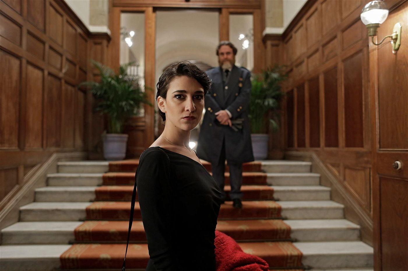 Doctora Linares (Stéphanie Magnin) will Kinder im Kosovokrieg retten und tappt in eine fiese Falle.