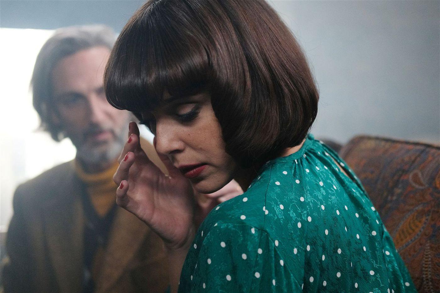 Amelia (Belén Cuesta) hat eine besondere Beziehung zu Dr. Sanagustin (Ernesto Alterio).