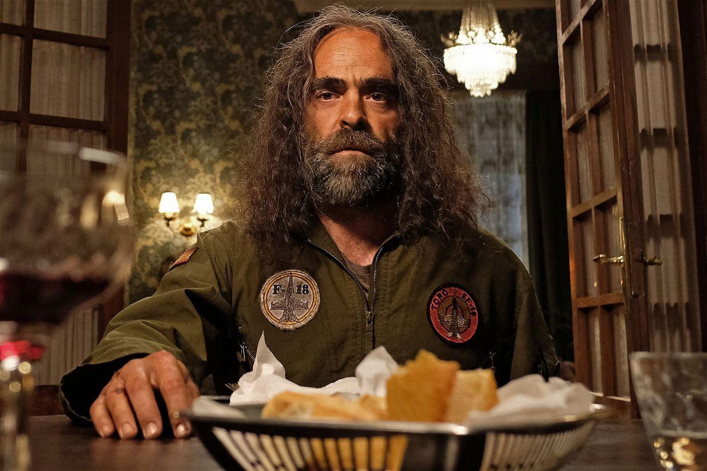 Soldat, Müllmann, einarmiger Bruder: Martin Urales de Úbeda (Luis Tosar) hat viele Berufe.