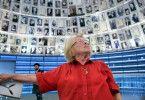 Ruth Westheimer in der Gedenkstätte Yad Vashem: Die Eltern der gebürtigen Deutschen wurden in Auschwitz ermordet.