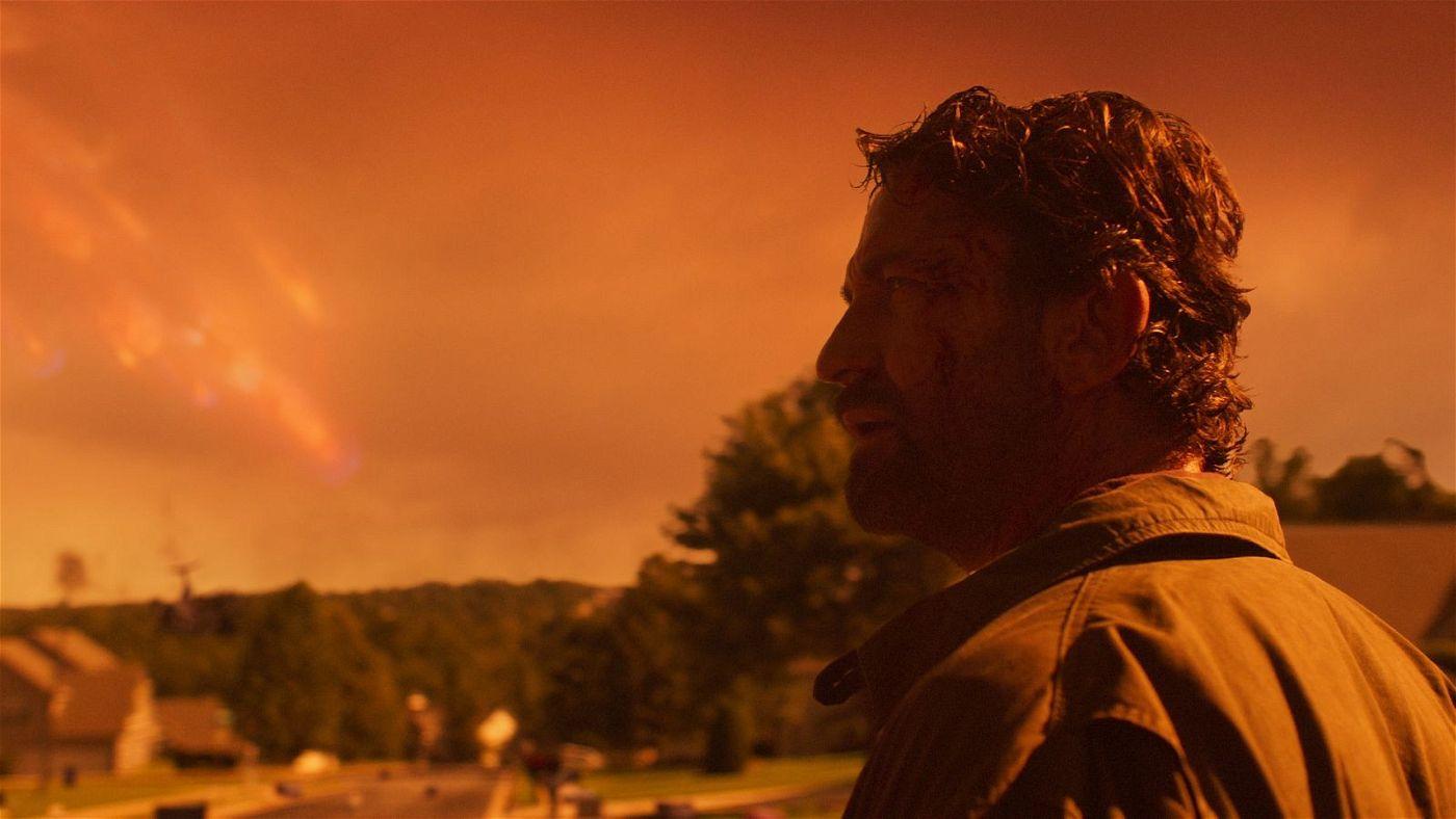Während der Himmel in Flammen steht, blickt der Architekt John (Gerard Butler) einer ungewissen Zukunft entgegen.
