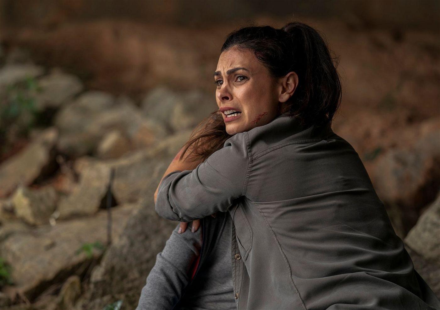 Verzweifelt versucht Allison (Morena Baccarin), ihren Sohn Nathan (Roger Dale Floyd) zu beschützen.