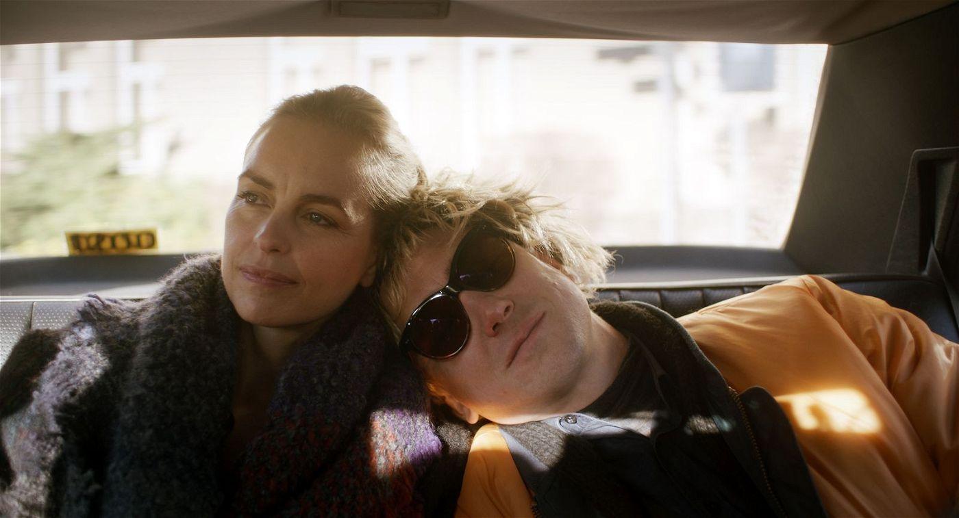 Lisa (Nina Hoss) ist die einzige, die noch hofft, dass ihr Zwillingsbruder Sven (Lars Eidinger) wieder gesund wird.