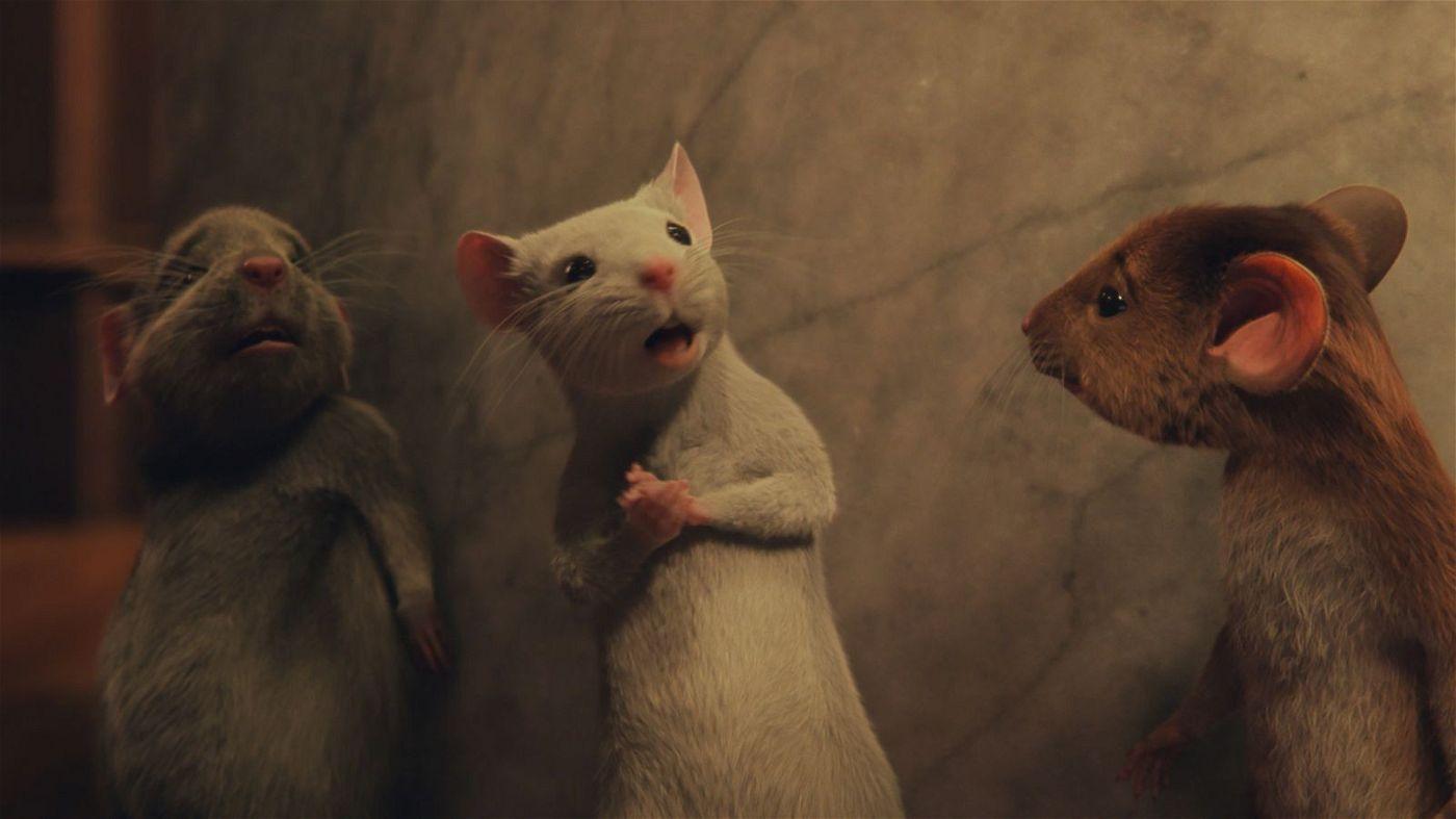 Auch nachdem man sie in Mäuse verwandelt hat, geben die Kinder ihren Kampf gegen die Hexen nicht auf.