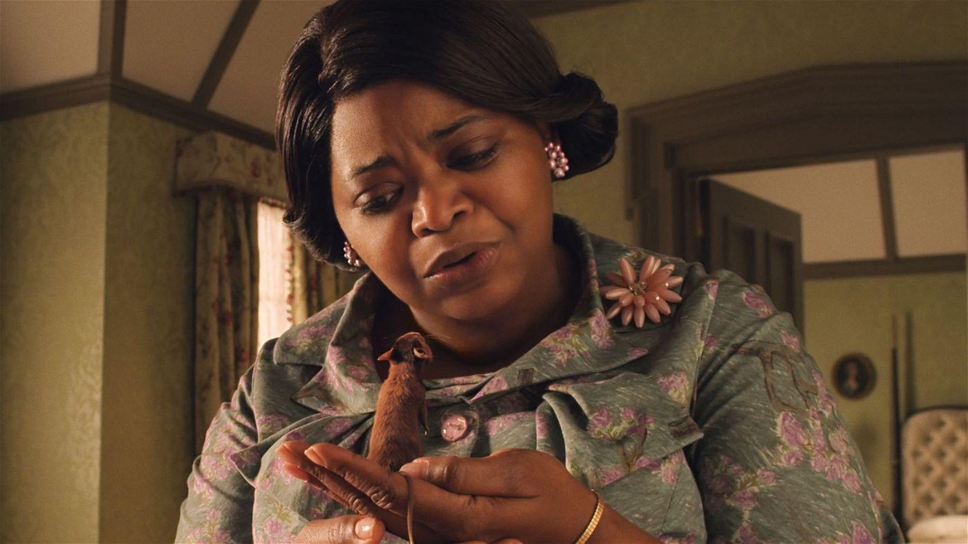 Die Großmutter (Octavia Spencer) hat einst selbst schlechte Erfahrungen mit Hexen gemacht. Nun stellt sie mit Schrecken fest, dass ihr Enkel in eine Maus verwandelt wurde.